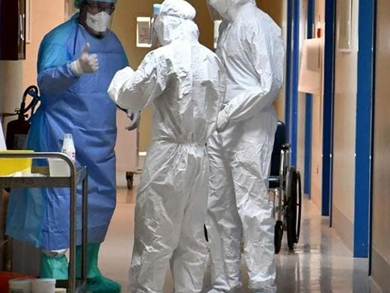bollettino coronavirus troppi medici infermieri