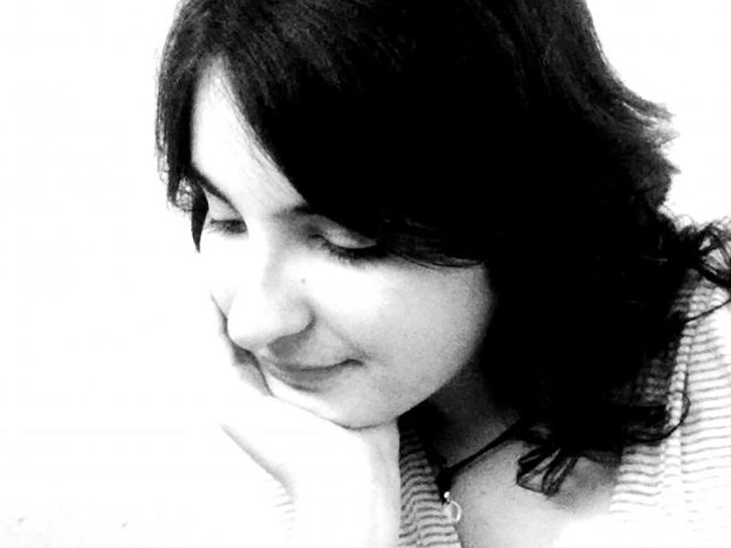 Giulia De Bernardi senza mascherina e occhiali.