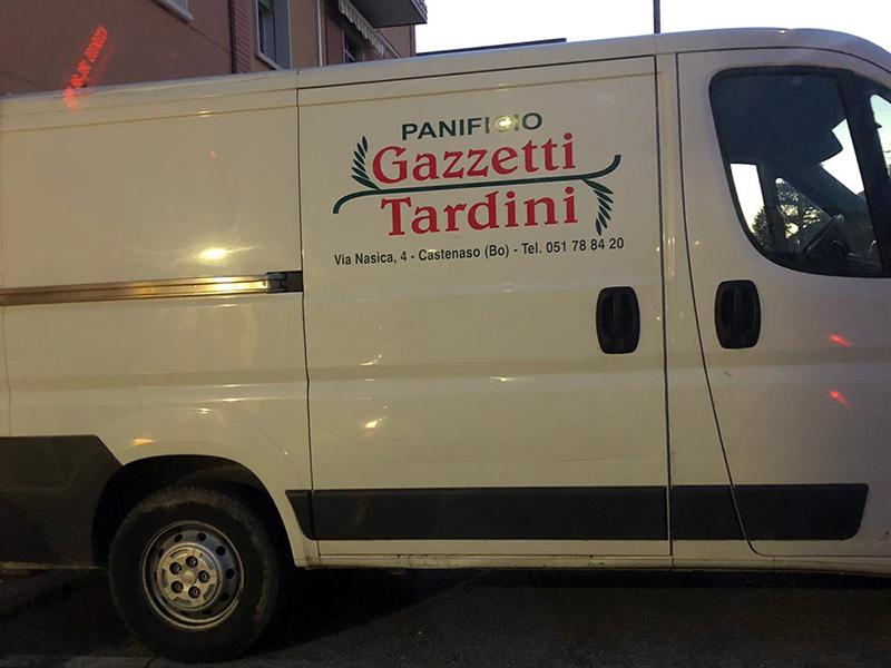 Il furgone del Panificio Gazzetti - Tardini sempre pronto a rifocillare e gratis gli Infermieri e operatori Bolognesi e della provincia.