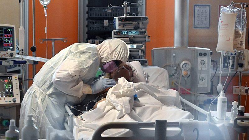 """Coronavirus. Luca, Infermiere: """"passato da professionista a paziente, il mio inferno in Terapia Intensiva""""."""