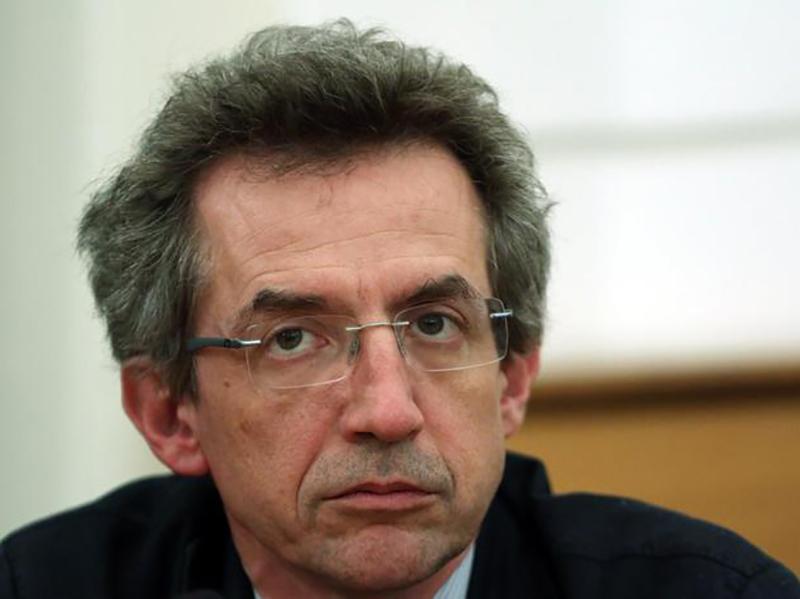 Il ministro dell'università e della ricerca Gaetano Manfredi finisce sotto accusa: non è possibile che i Medici insegnino nei Corsi di Laurea per gli Infermieri.