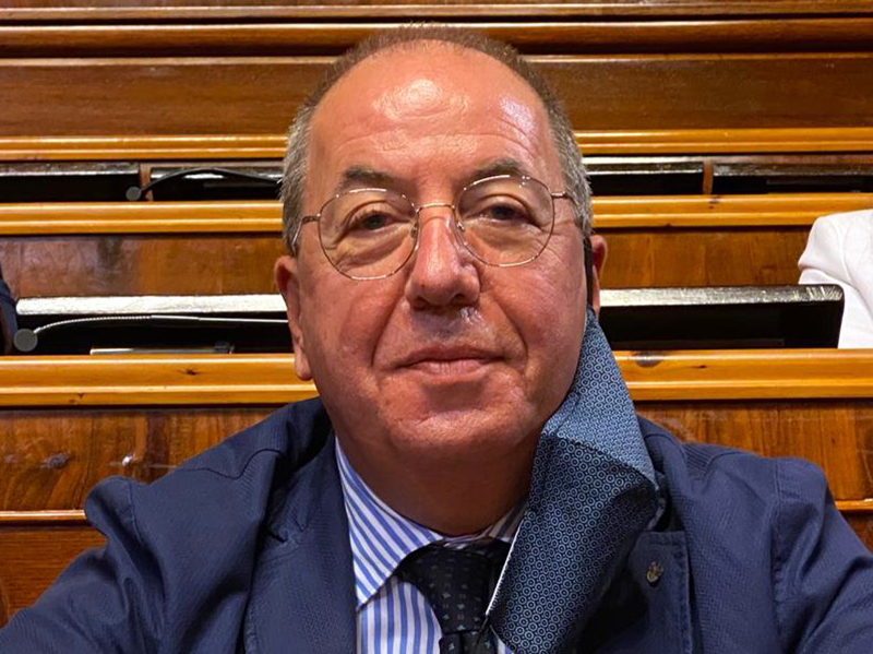 E' un dilemma per Cosimo Cicia, presidente Ordine delle Professioni Infermieristiche di Salerno, la partecipazione da parte di un Medico all'Avviso Pubblico per Infermieri.