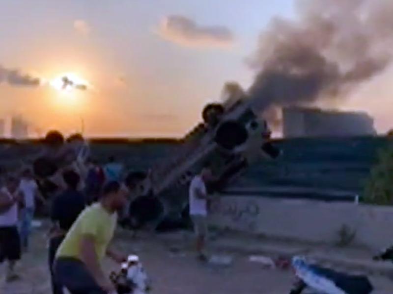 L'esplosione ha fatto saltare per aria diverse auto e distrutto interi appartamenti.