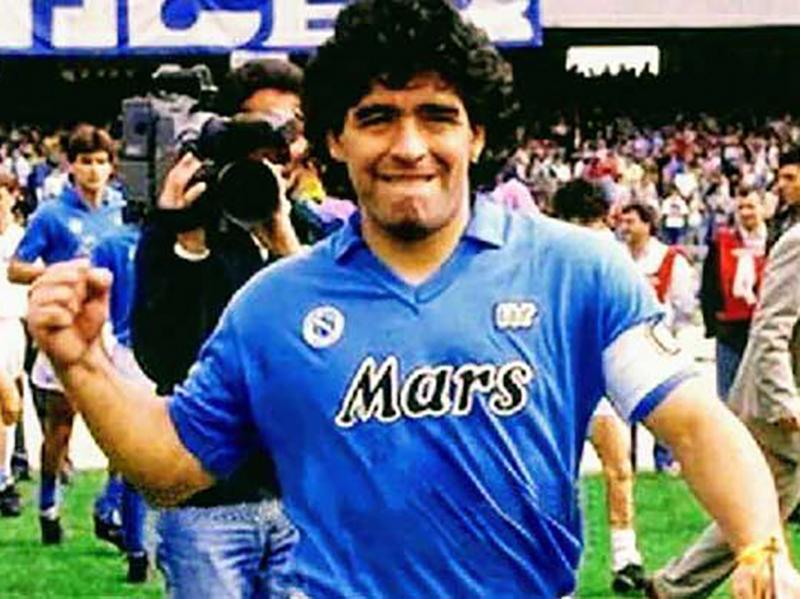Addio a Diego Armando Maradona: morto poco fa dopo intervento al cervello.