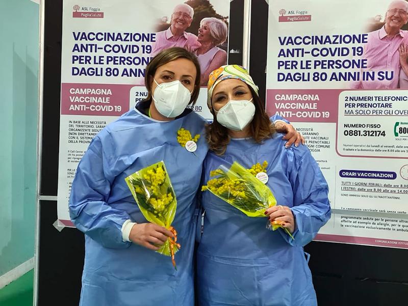 Nella foto qui in alto due protagoniste della campagna vaccinale: Lucia Iannacone e Rachele Centola.